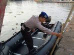 siapkan-perahu-karet-di-tpi-batang-lor_20170712_090932.jpg