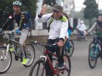 sinoeng-bersepeda-santai-tinjau-proyek-di-tarub-tegal_20180304_112334.jpg