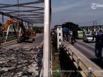 sisi-selatan-jembatan-wonokerto-jalan-pantura-semarang-demak-kilometer-18-mulai-dibongkar_20170914_093102.jpg