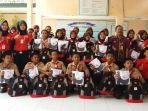 siswa-berfoto-bersama-usai-menerima-paket-bantuan_20180302_170446.jpg