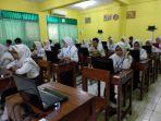 siswa-mts-negeri-2-semarang-mengikuti-ujian-nasional-berbasis-komputer-unbk_20180423_150253.jpg
