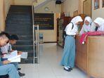 siswa-siswi-sma-n-1-batang-usai-mengikuti-ujian-nasional-senin-942018_20180409_194355.jpg