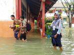 siswa-smpn-34-semarang-banjir.jpg