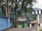 situasi-di-pintu-utama-grojogan-sewu-tawangmangu-kabupaten-karanganyar.jpg