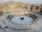 situasi-di-sekitar-kabah-di-dalam-masjidil-haram-arab-saudi-kosong-dari-para-jemaah-akibat-corona.jpg