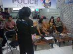 sosialisasi-smile-police-di-ruang-command-centre-polres-pemalang_20170222_144916.jpg