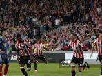 striker-brentford-asal-spanyol-sergi-canos-2r-merayakan-mencetak-gol-pembuka.jpg