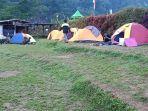 suasana-camping-di-objek-wisata-black-canyon-petungkriyono-jawa-tengah.jpg