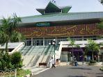 suasana-depan-masjid-raya-baiturrahman-simpang.jpg
