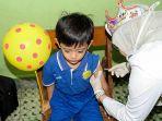 suasana-pelaksanaan-imunisasi-measless-rubella-di-kelurahan-punggawan-solo-selasa-18_20170801_150612.jpg