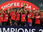 suasana-perayaan-bali-united-yang-baru-saja-menerima-piala-juara-liga-1-2019.jpg