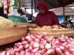 sumanti-pedagang-bahan-makanan-pokok-pasar-ledoksari-solo_20171226_160838.jpg