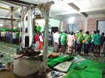 sumur-di-tengah-masjid-ini-jadi-sumber-air-salamun_20171115_104752.jpg