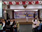 syafii-efendi-tengah-memberikan-materi-kepemimpinan-dalam-seminar-nasional-kewirausahaan.jpg