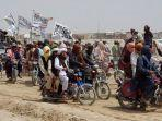 taliban-membawa-bendera-putih-merebut-kota-perbatasan-afghanistan.jpg