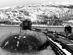 tampak-dalam-foto-pada-maret-1995-kapal-selam-rusia-kursk-di-pangkalan-vidyavevo.jpg