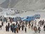 tangkap-layar-video-di-padang-gurun-menunjukkan-eksodus-warga-afghanistan.jpg