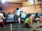 tangkapan-layar-dari-video-yang-merekam-sejumalh-anak-anak-di-filipina.jpg