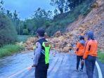 tebing-longsor-menutup-jalur-lalu-lintas-di-jalan-nasional-km-48-kabupaten-wonogiri.jpg