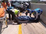 telah-terjadi-kecelakaan-lalu-lintas-di-tol-bat19112019.jpg