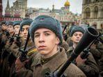 tentara-rusia-bersiap-di-lapangan.jpg