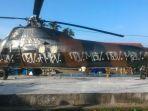 tiga-pemuda-coreti-helikopter-tni-au_20171025_233828.jpg