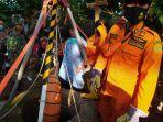 tim-basarnas-semarang-mengevakuasi-fatwur-rohman-7-bocah-asal-kabupaten-jepara.jpg