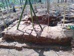tim-dari-balai-arkeologi-yogyakarta-melakukan-ekskavasi.jpg