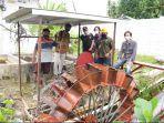 tim-dari-fakultas-mipa-unsoed-melakukan-uji-coba-pembangkit-listrik-tenaga-air-pikohidro.jpg