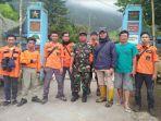 tim-relawan-berkumpul-di-pos-pendakian-tekelan-kopeng-upaya-pencarian-pendaki-wna_20180402_185720.jpg