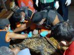 tim-relawan-gabungan-setelah-mengevakuasi-ha.jpg