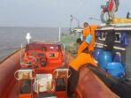 tim-sar-dari-pos-agats-saat-akan-melakukan-pencarian-longboat-yang-hilang-kontak_20181013_222528.jpg