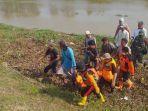 tim-sar-gabungan-mengevakuasi-pemancing-yang-hanyut-terseret-arus-sungai-di-desa-talun-kayen-pati.jpg