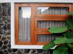 tips-pilih-desain-dan-material-jendela-pertimbangkan-estetika-dan-kemanfaatan_20160515_105510.jpg