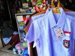 toko-perlengkapan-sekolah-di-pasar-sampangan-kota-semarang-minggu-1272020.jpg