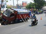 truk-bernomor-polisi-b-9337-cqa-menabrak.jpg
