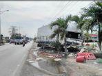 truk-boks-menabrak-dump-truck-dan-spbu-di-brangsong_20180527_144624.jpg