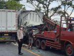 truk-boks-yang-terlibat-kecelakaan-dievakuasi-mobil-derek-satlantas-polres-nganjuk.jpg