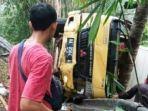 truk-kecelakaan-dan-truk-standing-di-w02021.jpg