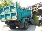 truk-menabrak-teras-rumah-di-jalan-kudus-jepara-tepatnya-di-desa-mijen-kecamatan-kaliwungu-kudus.jpg