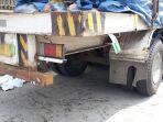 truk-parkir-ditabrak-pemotor-boncengan_20171103_111636.jpg