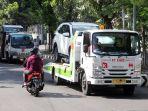 truk-sedang-mengangkut-kendaraan-di-kawasan-sunter-jakarta-utara-selasa-772020-sekt.jpg