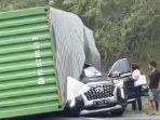 truk-terguling-menimpa-mobil-suv-hyundai-palisade.jpg