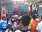 usai-bersepeda-ribuan-peserta-umk-fun-bike-2016-diajak-dangdutan_20160228_091741.jpg