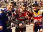 valentino-rossi-andrea-dovizioso-dan-marc-marquez-saat-merayakan-podium-motogp-qatar_20180330_165729.jpg