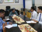 wali-kota-tegal-m-nursholeh-saat-memimpin-rapat-mengenai-bpjs.jpg