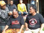 warga-banjarnegara-mencukur-gundul-setelah-bupati-setempat-budhi-sarwono-ditahan-kpk.jpg