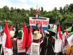 warga-bersiap-menggelar-long-march-start-dari-tenda-perjuangan-di-gunung-bokong-rembang_20161205_165435.jpg