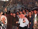 warga-desa-maalula-merayakan-peringatan-hari-salib.jpg