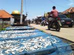 warga-kelurahan-karai-laut-jumat-1232021.jpg